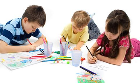 nens pintant